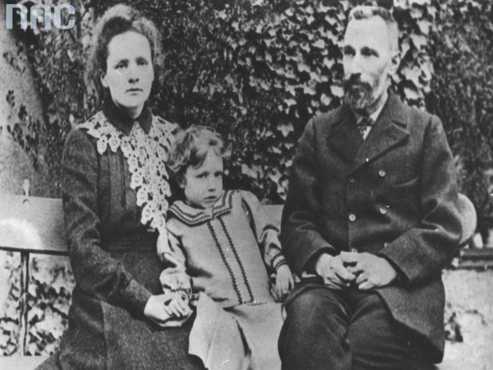 Nagrody Nobla Maria Skłodowska-Curie - jako pierwszy i jedyny uczony otrzymała dwukrotnie Nagrodę Nobla w dwóch dyscyplinach.