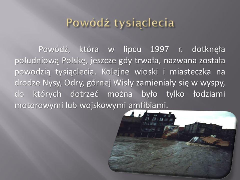 Powódź, która w lipcu 1997 r. dotknęła południową Polskę, jeszcze gdy trwała, nazwana została powodzią tysiąclecia. Kolejne wioski i miasteczka na dro