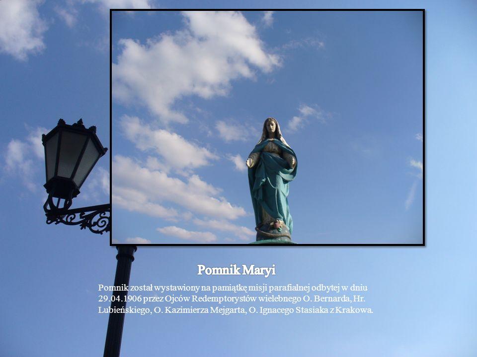 Pomnik został wystawiony na pamiątkę misji parafialnej odbytej w dniu 29.04.1906 przez Ojców Redemptorystów wielebnego O. Bernarda, Hr. Lubieńskiego,