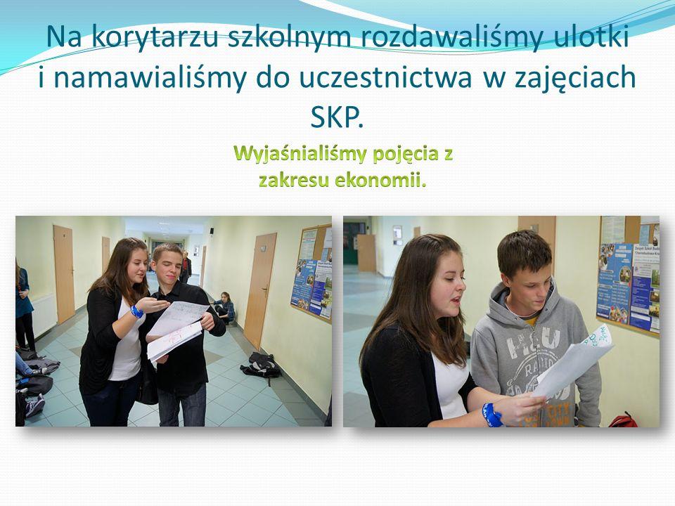 Na korytarzu szkolnym rozdawaliśmy ulotki i namawialiśmy do uczestnictwa w zajęciach SKP.