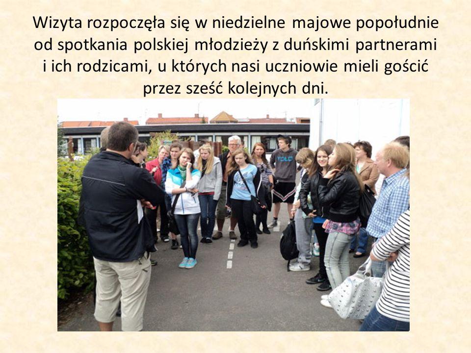Wizyta rozpoczęła się w niedzielne majowe popołudnie od spotkania polskiej młodzieży z duńskimi partnerami i ich rodzicami, u których nasi uczniowie mieli gościć przez sześć kolejnych dni.