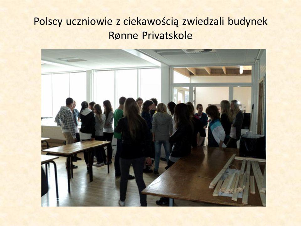 Polscy uczniowie z ciekawością zwiedzali budynek Rønne Privatskole