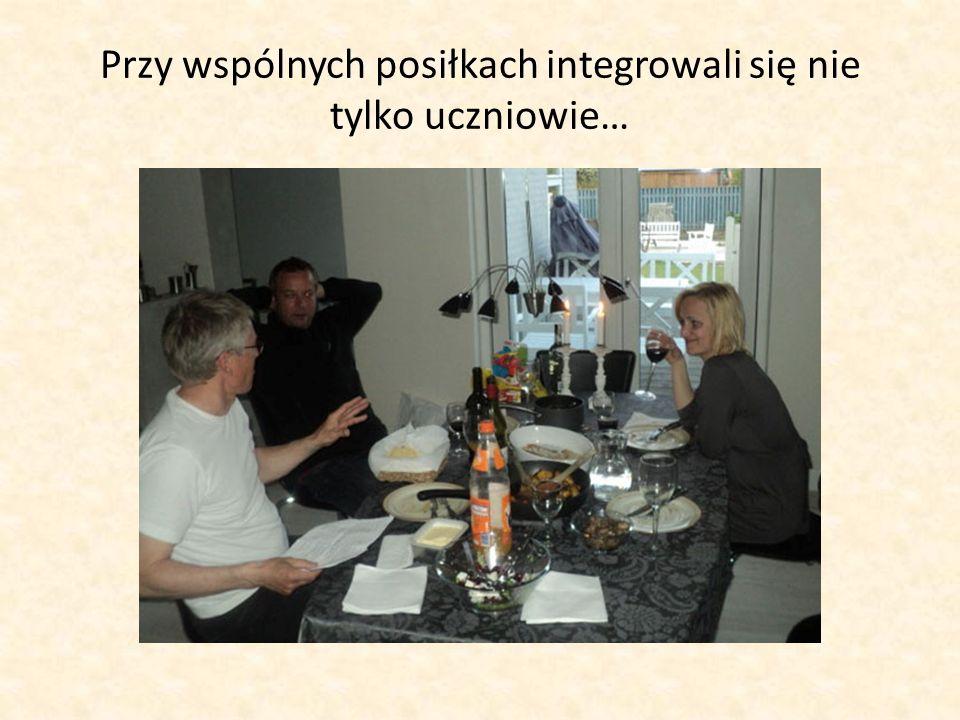Przy wspólnych posiłkach integrowali się nie tylko uczniowie…