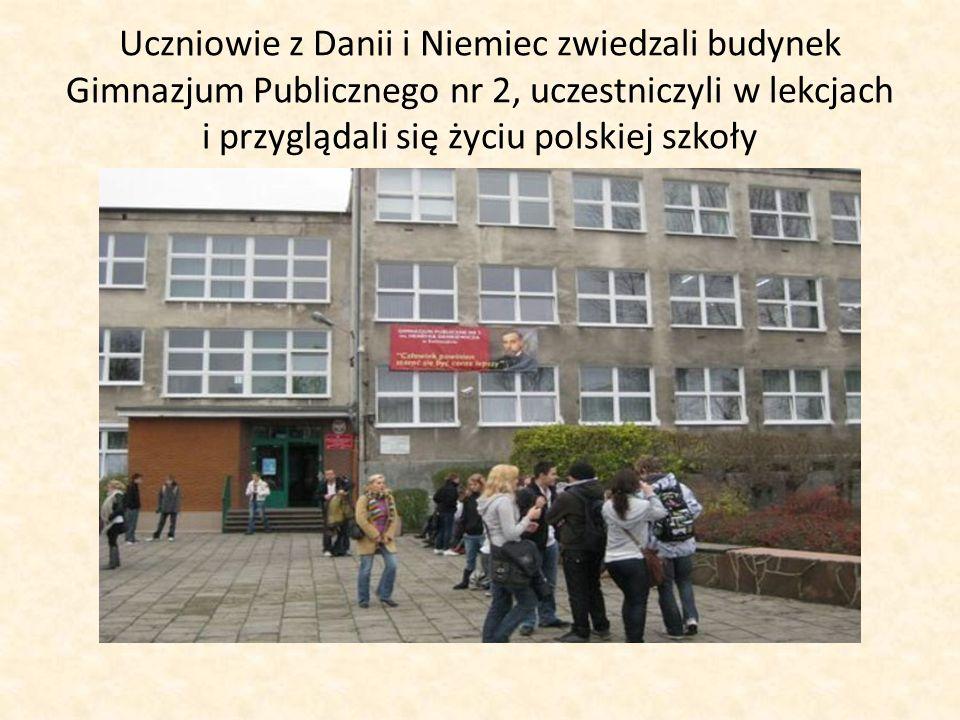 Uczniowie z Danii i Niemiec zwiedzali budynek Gimnazjum Publicznego nr 2, uczestniczyli w lekcjach i przyglądali się życiu polskiej szkoły
