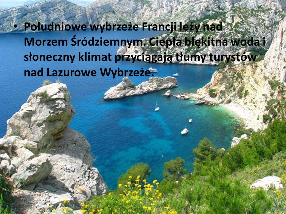 Południowe wybrzeże Francji leży nad Morzem Śródziemnym. Ciepła błękitna woda i słoneczny klimat przyciągają tłumy turystów nad Lazurowe Wybrzeże.
