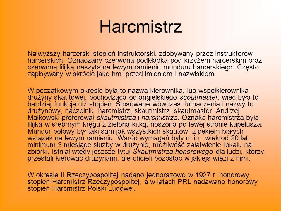 Harcmistrz Najwyższy harcerski stopień instruktorski, zdobywany przez instruktorów harcerskich. Oznaczany czerwoną podkładką pod krzyżem harcerskim or