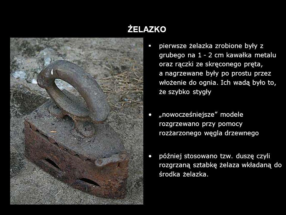 pierwsze żelazka zrobione były z grubego na 1 - 2 cm kawałka metalu oraz rączki ze skręconego pręta, a nagrzewane były po prostu przez włożenie do ognia.