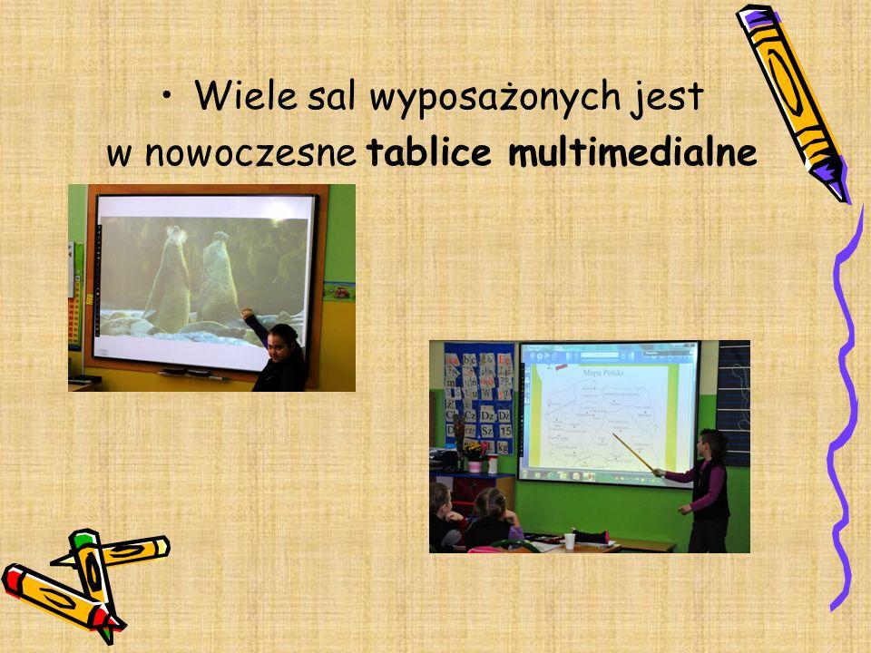 Wiele sal wyposażonych jest w nowoczesne tablice multimedialne