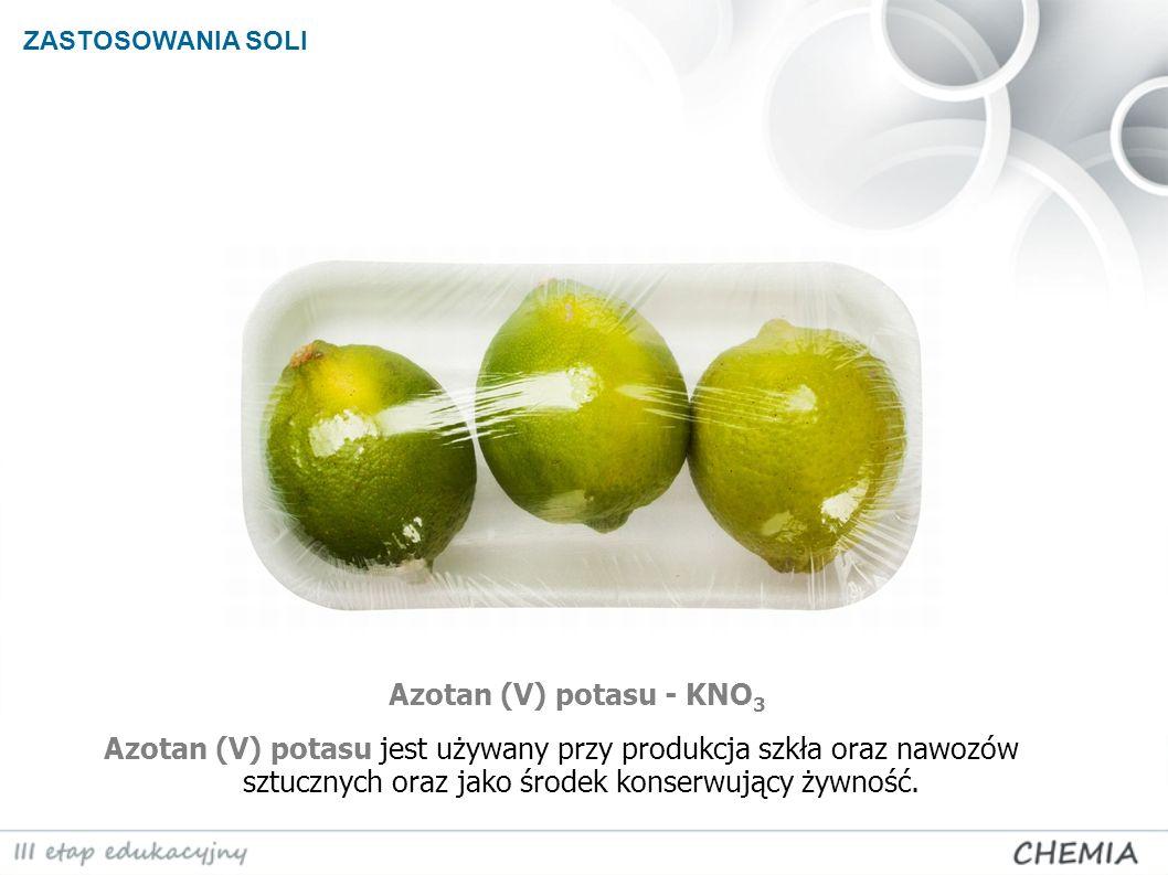 ZASTOSOWANIA SOLI Azotan (V) potasu - KNO 3 Azotan (V) potasu jest używany przy produkcja szkła oraz nawozów sztucznych oraz jako środek konserwujący