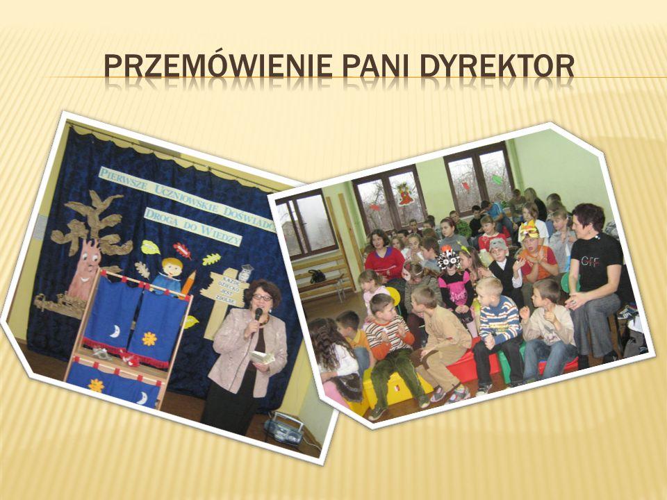 Uczniowie przedstawili scenkę z wykorzystaniem teatrzyku i pacynek, którą opracowali w ramach projektu.