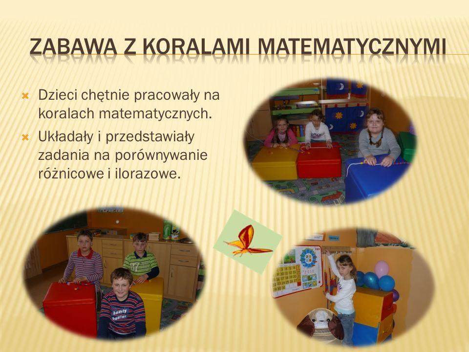 Dzieci chętnie pracowały na koralach matematycznych. Układały i przedstawiały zadania na porównywanie różnicowe i ilorazowe.