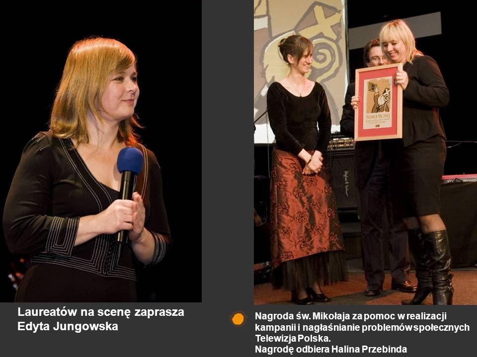 Nagroda św. Mikołaja za pomoc w realizacji kampanii i nagłaśnianie problemów społecznych Telewizja Polska. Nagrodę odbiera Halina Przebinda Laureatów