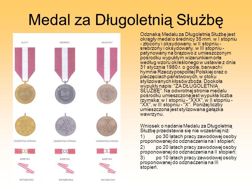 Medal za Długoletnią Służbę Odznaką Medalu za Długoletnią Służbę jest okrągły medal o średnicy 35 mm, w I stopniu - złocony i oksydowany, w II stopniu