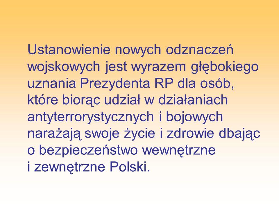 Lotniczy Krzyż Zasługi może być nadany żołnierzowi Sił Powietrznych, a wyjątkowo żołnierzowi innego rodzaju Sił Zbrojnych Rzeczypospolitej Polskiej, za dokonany w czasie służby czyn przynoszący szczególną korzyść Siłom Powietrznym, a wykraczający poza zwykły obowiązek.