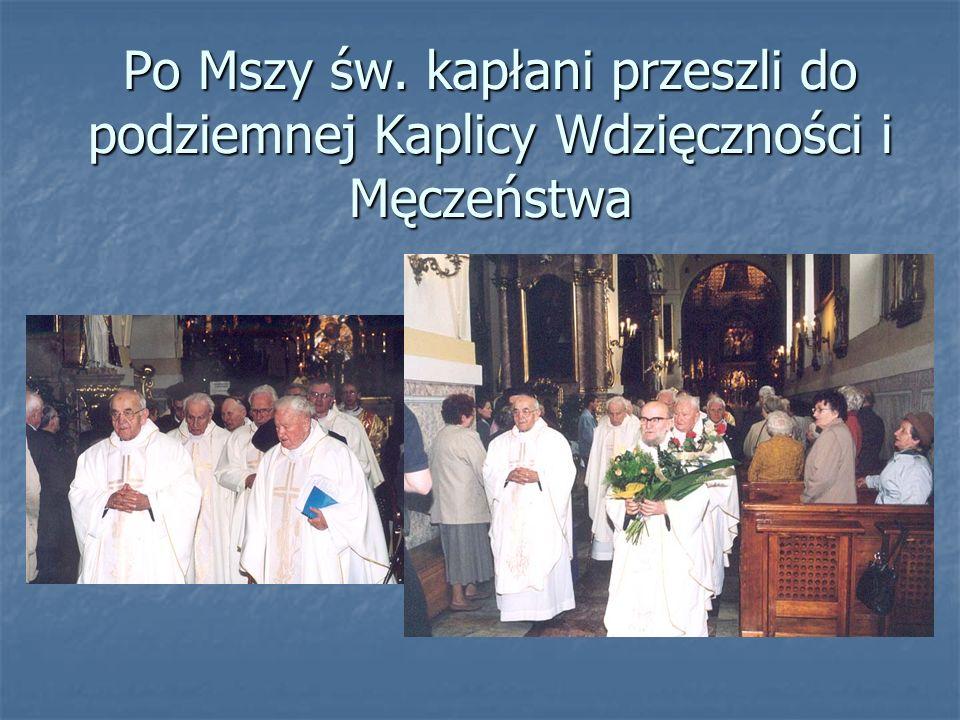Po Mszy św. kapłani przeszli do podziemnej Kaplicy Wdzięczności i Męczeństwa