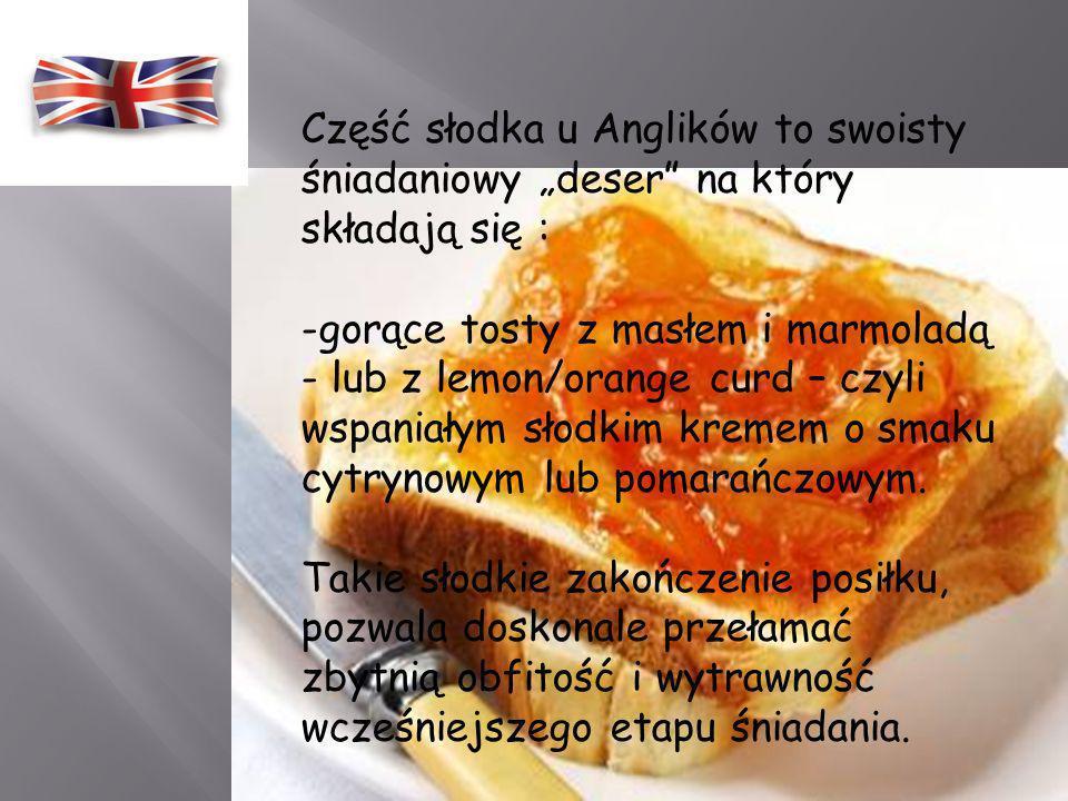 -smażone ciastka ziemniaczane (Hash Brown – rodzaj ciastka ziemniaczanego w chrupiącej skórce), - smażone w całości pomidory, - smażone małe kiełbaski
