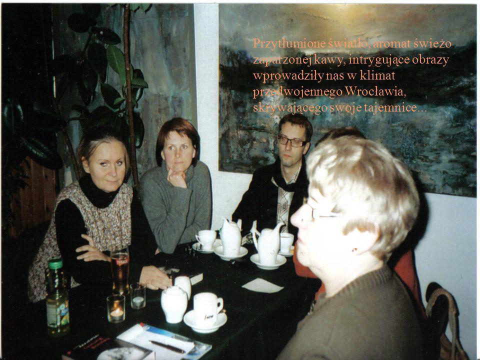 Asia Mira Heniek Małgosia Monika Dorota Grzegorz Lucyna Marysia Agata Lipcowe zebranko przy książce S.Roncagliolo Wstyd
