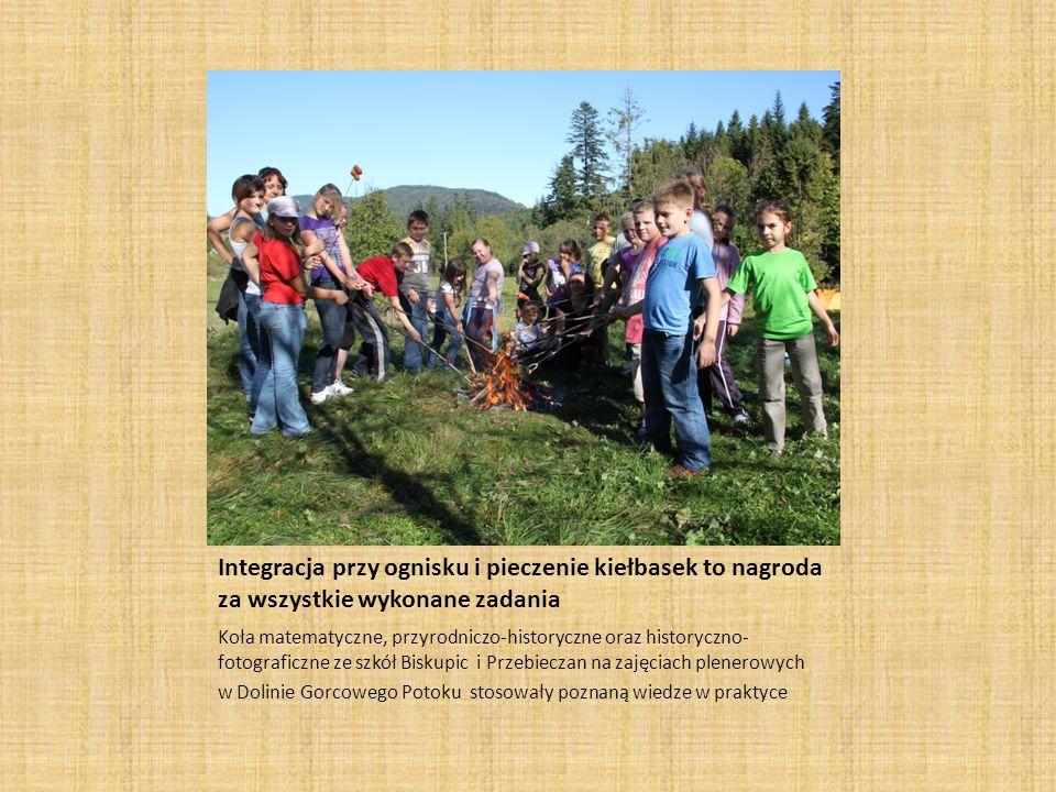 Integracja przy ognisku i pieczenie kiełbasek to nagroda za wszystkie wykonane zadania Koła matematyczne, przyrodniczo-historyczne oraz historyczno- f