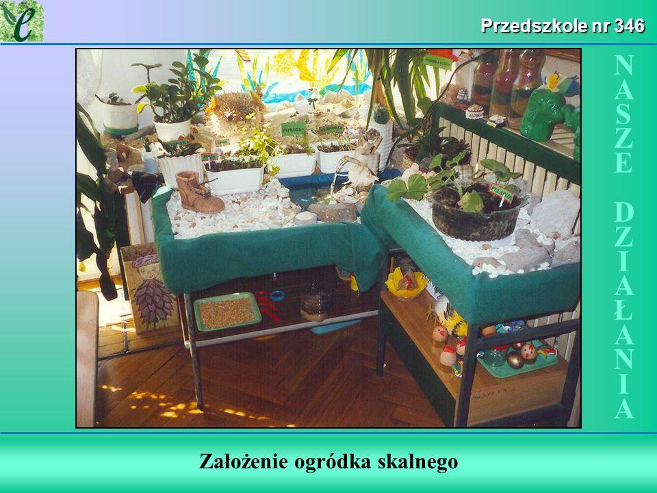 Wybrane działania w ramach zdobywania Zielonego Certyfikatu SP nr 1 w Łodzi Edukacja bliżej natury Dzieci i rodzice podczas prac przy tworzeniu ogródka.
