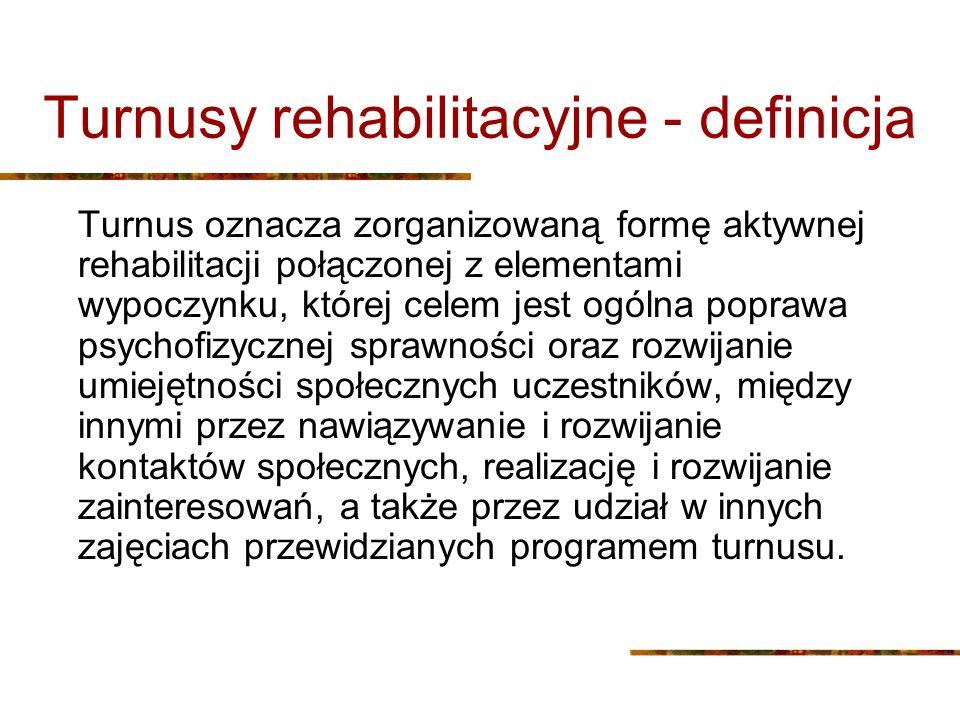 Turnusy rehabilitacyjne - definicja Turnus oznacza zorganizowaną formę aktywnej rehabilitacji połączonej z elementami wypoczynku, której celem jest og