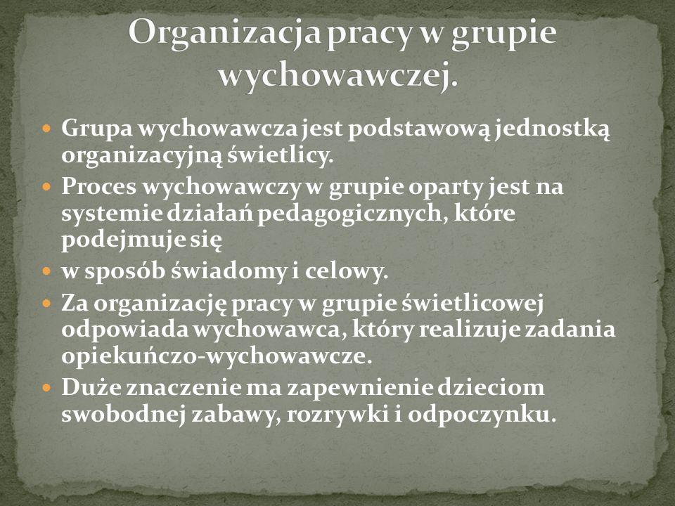 Grupa wychowawcza jest podstawową jednostką organizacyjną świetlicy. Proces wychowawczy w grupie oparty jest na systemie działań pedagogicznych, które