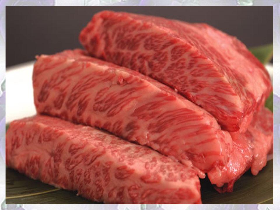 Wołowina Kobe Kosztuje majątek pochodzi od najbardziej rozpieszczonej krowy na świecie - Wagyu. Krowy karmione są najlepszą trawą i... piwem. Aby zape