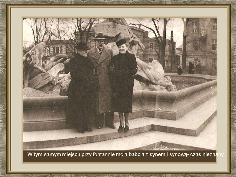 Fotografia z rodzinnego albumu-moja matka z moją siostrą (w w ó zku) 1932 r.