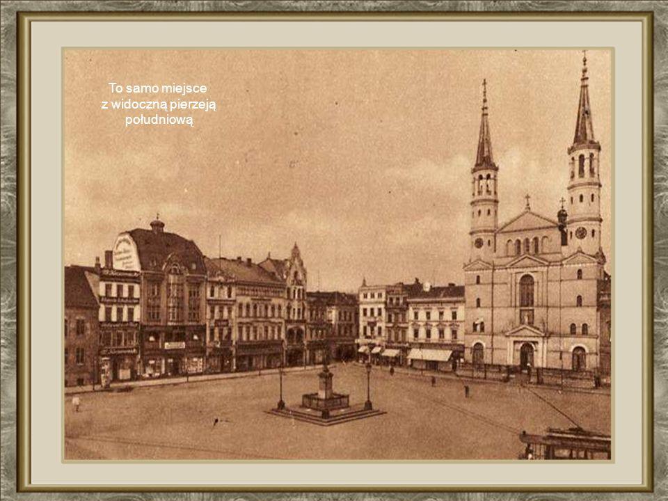 Fotografia z roku 1895 przedstawia zachodnią pierzeję Starego Rynku wraz kościołem pojezuickim zniszczonym przez hitlerowców. Na I planie pomnik Fryde