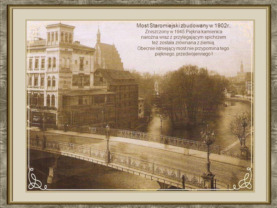 9 i 10 września 1939 r. na Starym Rynku1939Starym Rynku pod murami kościoła pojezuickiego hitlerowcy rozstrzelali ok. 40 polskich zakładników, w tym k