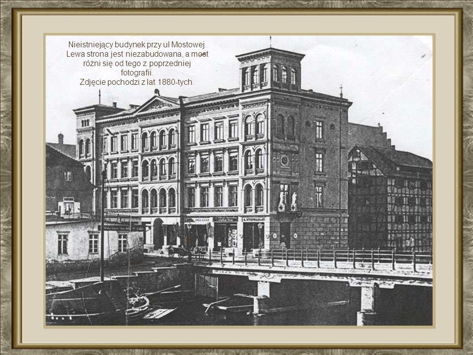 Most Staromiejski zbudowany w 1902r.. Zniszczony w 1945.Piękna kamienica narożna wraz z przylegającym spichrzem też została zrównana z ziemią. Obecnie