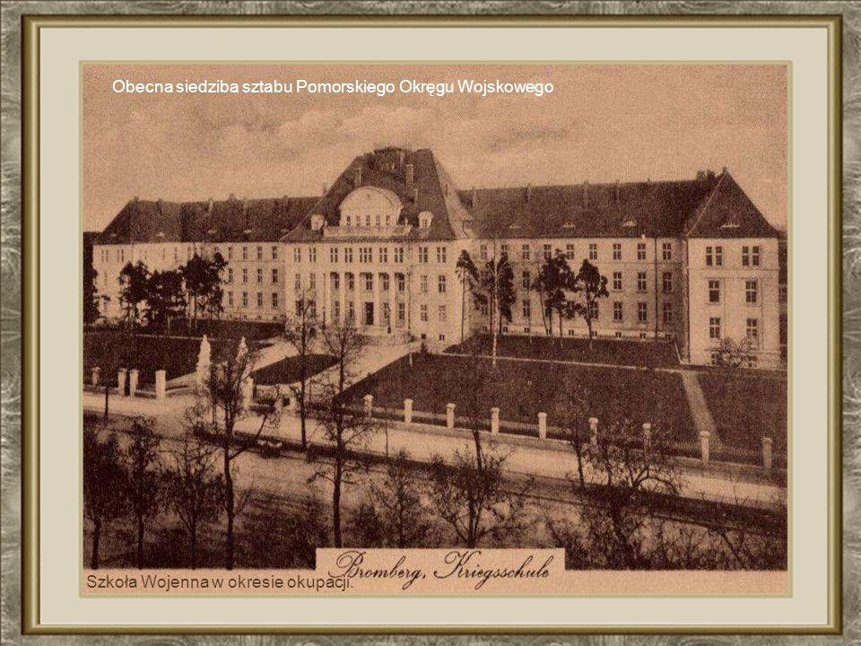 Budynek Dworca Głównego Budynek za czasów PRL-u niefortunnie przebudowano. Obecnie nie przypomina tego z fotografii. Wstyd pokazać !