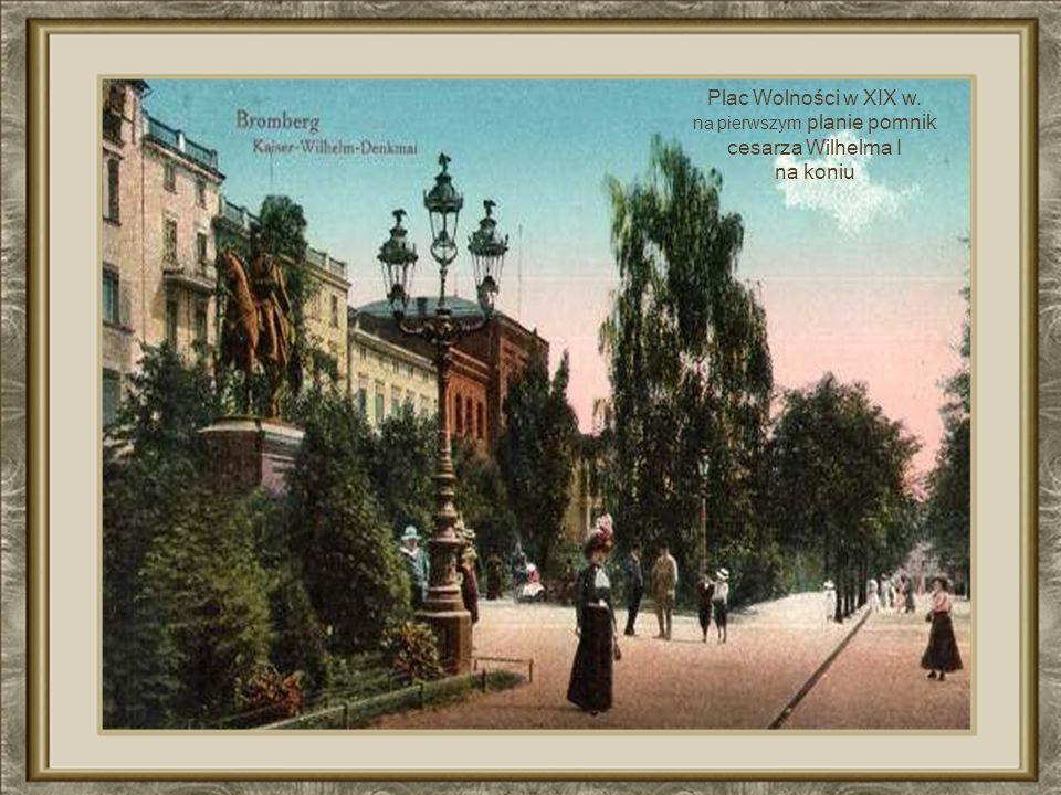 Plac Wolności koniec XIX wieku K ilka lat później powstanie tu n ajpiękniejsza w mieście kamienica wg. projektu bydgoskiego architekta F. Święcickiego