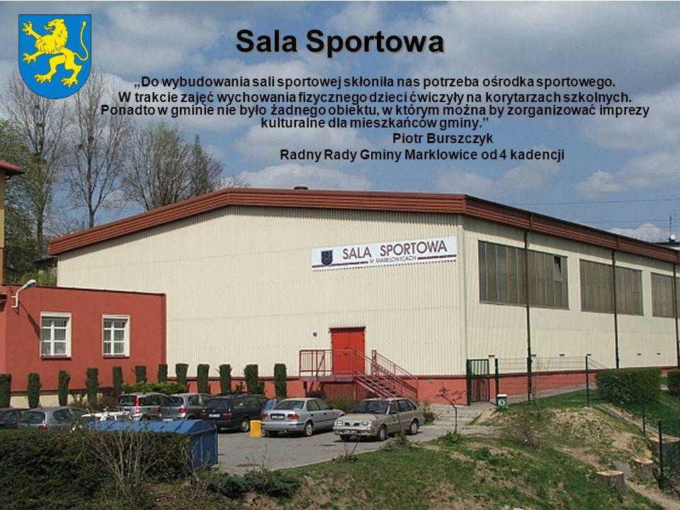 Sala Sportowa Do wybudowania sali sportowej skłoniła nas potrzeba ośrodka sportowego. W trakcie zajęć wychowania fizycznego dzieci ćwiczyły na korytar