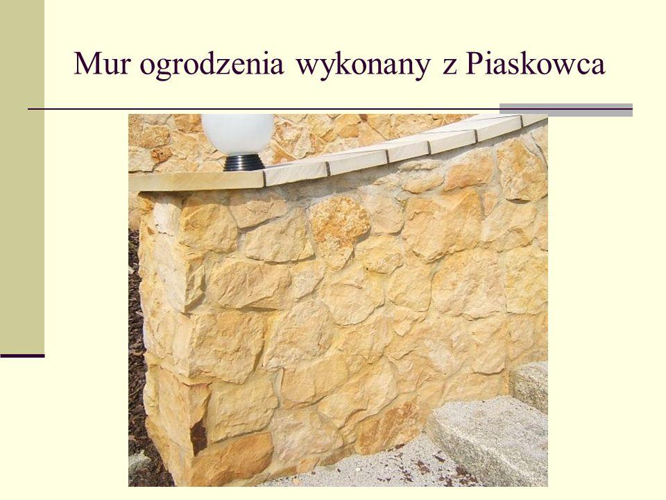Mur ogrodzenia wykonany z Piaskowca