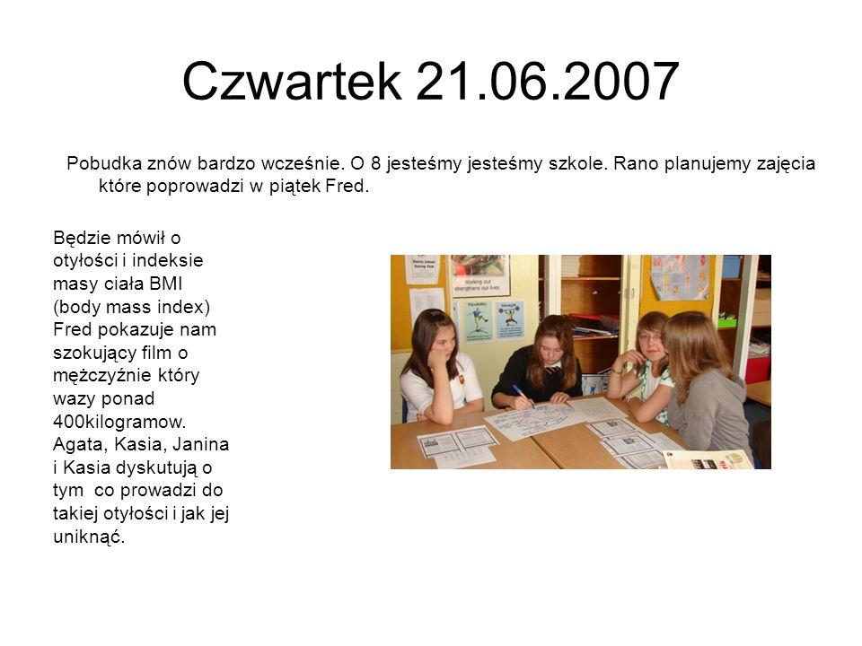 Czwartek 21.06.2007 Pobudka znów bardzo wcześnie. O 8 jesteśmy jesteśmy szkole. Rano planujemy zajęcia które poprowadzi w piątek Fred. Będzie mówił o