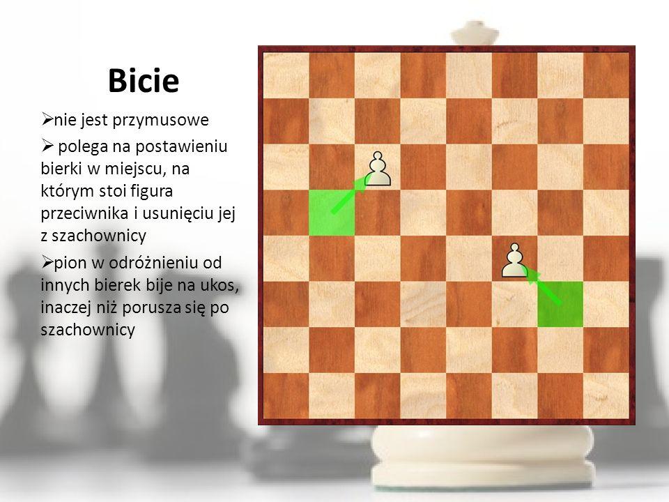 Bicie nie jest przymusowe polega na postawieniu bierki w miejscu, na którym stoi figura przeciwnika i usunięciu jej z szachownicy pion w odróżnieniu od innych bierek bije na ukos, inaczej niż porusza się po szachownicy