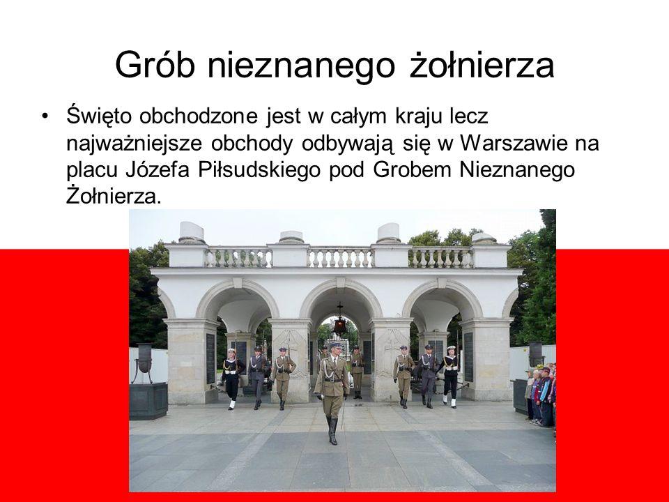 Grób nieznanego żołnierza Święto obchodzone jest w całym kraju lecz najważniejsze obchody odbywają się w Warszawie na placu Józefa Piłsudskiego pod Grobem Nieznanego Żołnierza.