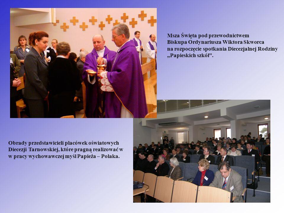 Msza Święta pod przewodnictwem Biskupa Ordynariusza Wiktora Skworca na rozpoczęcie spotkania Diecezjalnej Rodziny Papieskich szkół. Obrady przedstawic