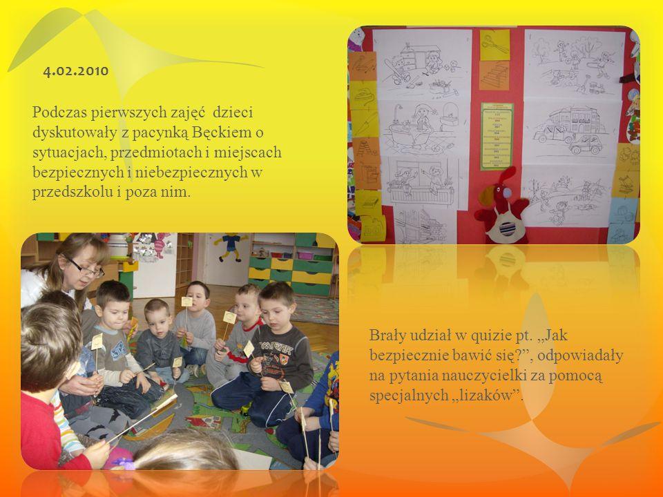 Podczas pierwszych zajęć dzieci dyskutowały z pacynką Bęckiem o sytuacjach, przedmiotach i miejscach bezpiecznych i niebezpiecznych w przedszkolu i poza nim.