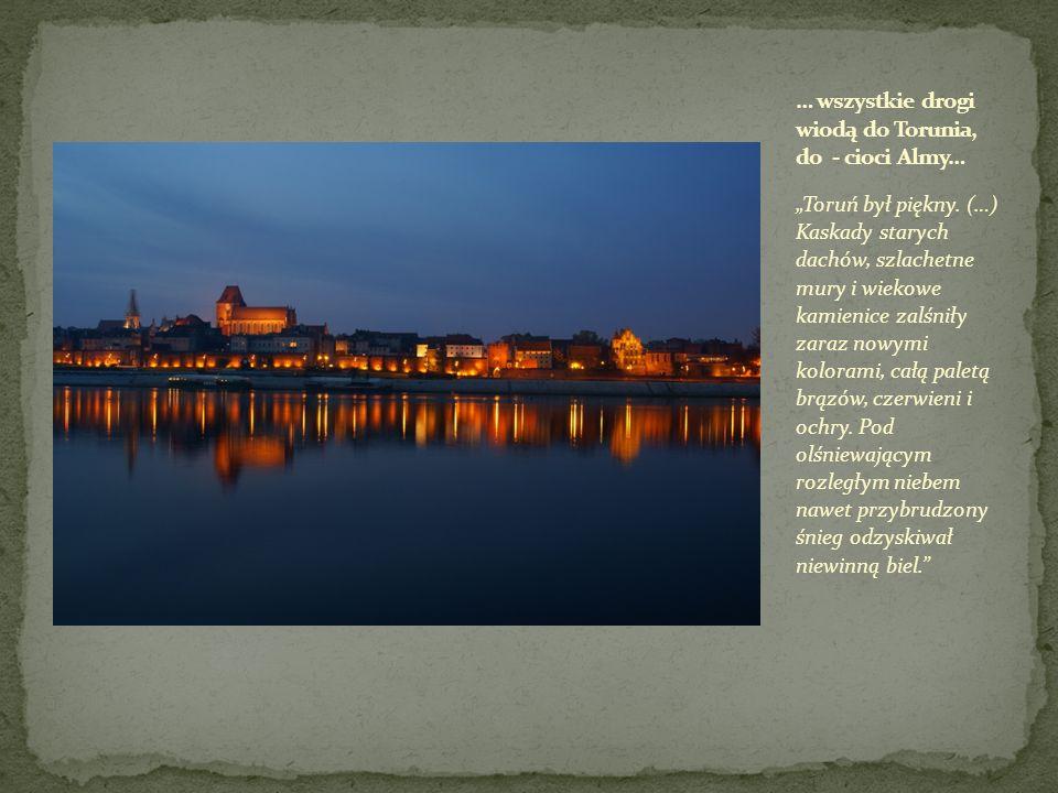 Toruń był piękny. (…) Kaskady starych dachów, szlachetne mury i wiekowe kamienice zalśniły zaraz nowymi kolorami, całą paletą brązów, czerwieni i ochr