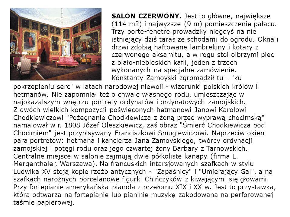 SALON CZERWONY. Jest to główne, największe (114 m2) i najwyższe (9 m) pomieszczenie pałacu. Trzy porte-fenetre prowadziły niegdyś na nie istniejący dz
