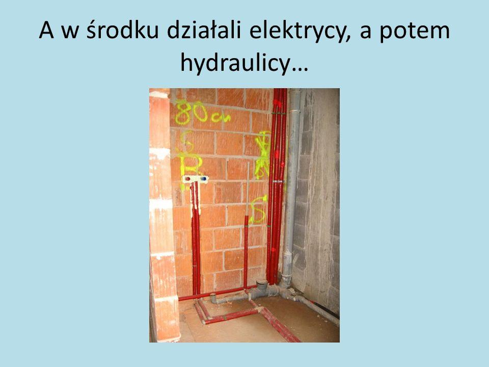 A w środku działali elektrycy, a potem hydraulicy…
