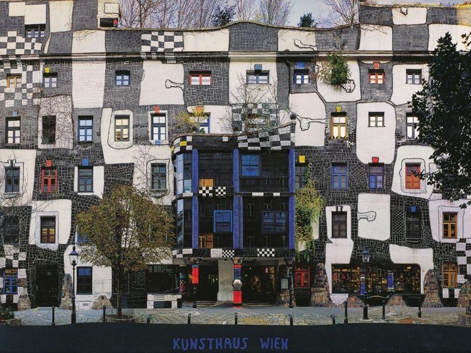 Kunsthaus Fasada budynku w Rogner Bad Bluamu,Austria, wzorowana na muzeum Kunsthaus w Wiedniu, także projektu Friedensreicha Hundertwassera.