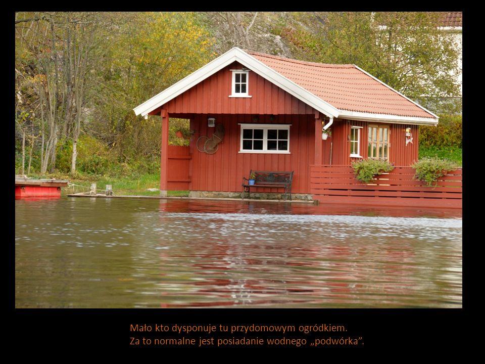 Mało kto dysponuje tu przydomowym ogródkiem. Za to normalne jest posiadanie wodnego podwórka.
