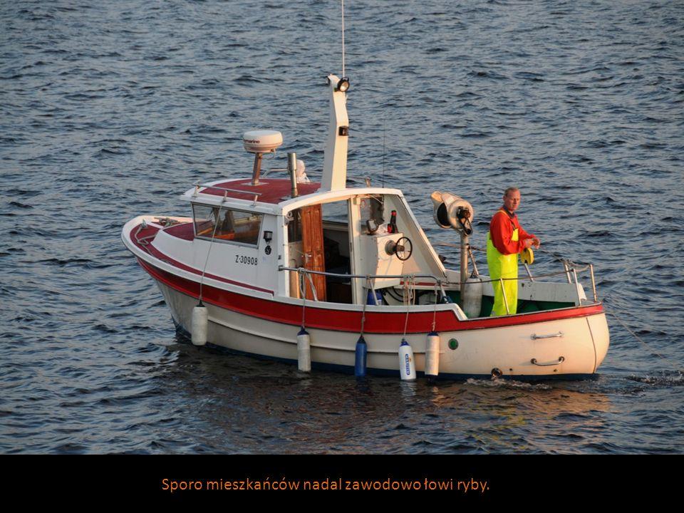 Sporo mieszkańców nadal zawodowo łowi ryby.