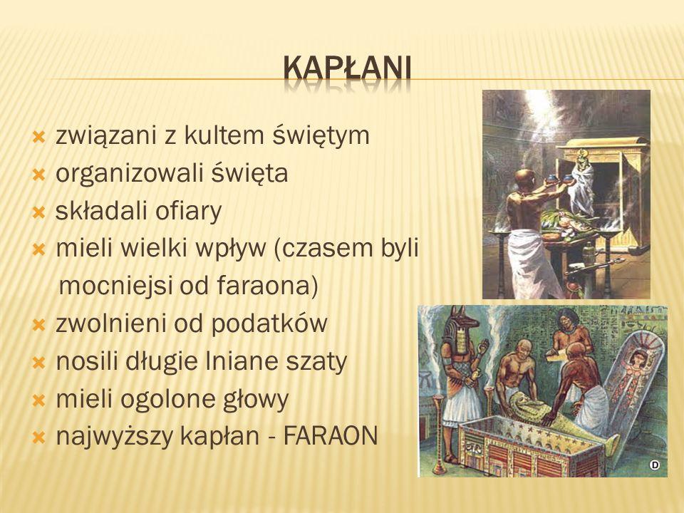 związani z kultem świętym organizowali święta składali ofiary mieli wielki wpływ (czasem byli mocniejsi od faraona) zwolnieni od podatków nosili długi