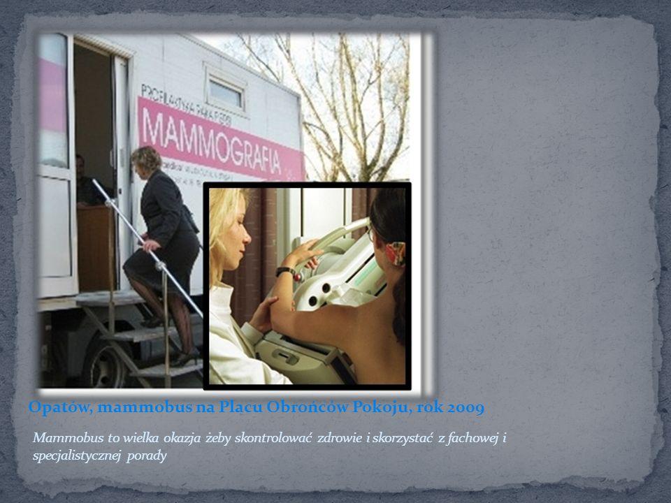 Opatów, mammobus na Placu Obrońców Pokoju, rok 2009