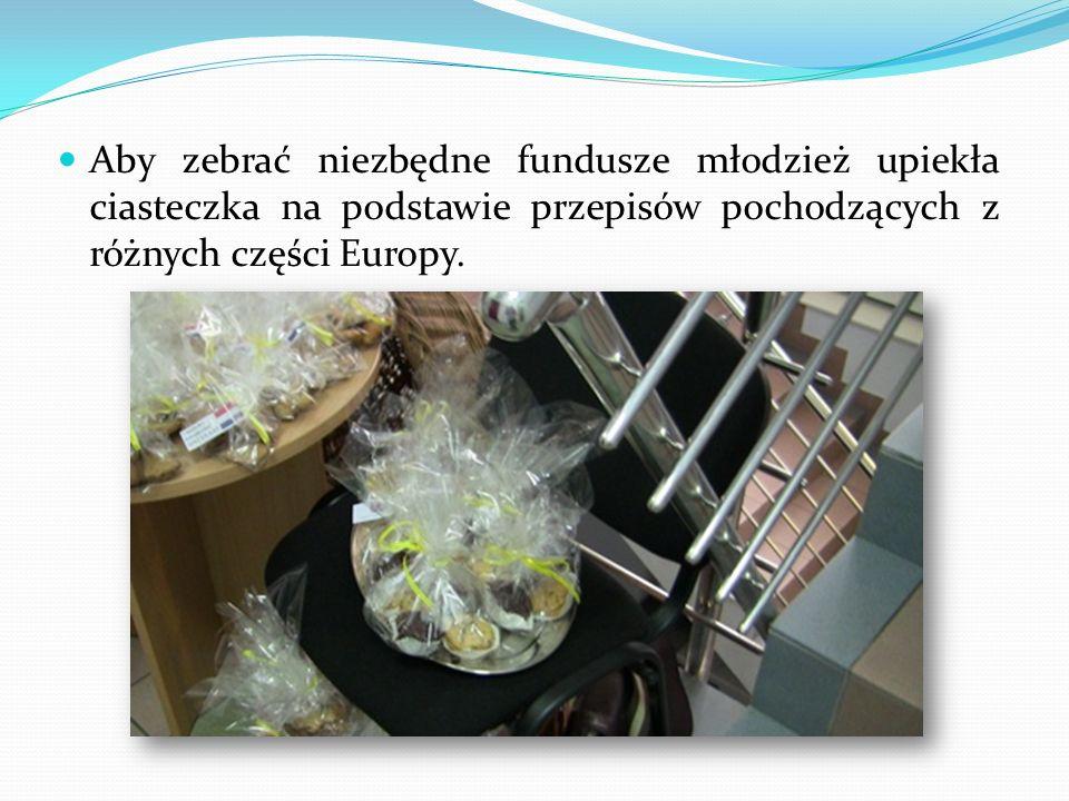 Aby zebrać niezbędne fundusze młodzież upiekła ciasteczka na podstawie przepisów pochodzących z różnych części Europy.