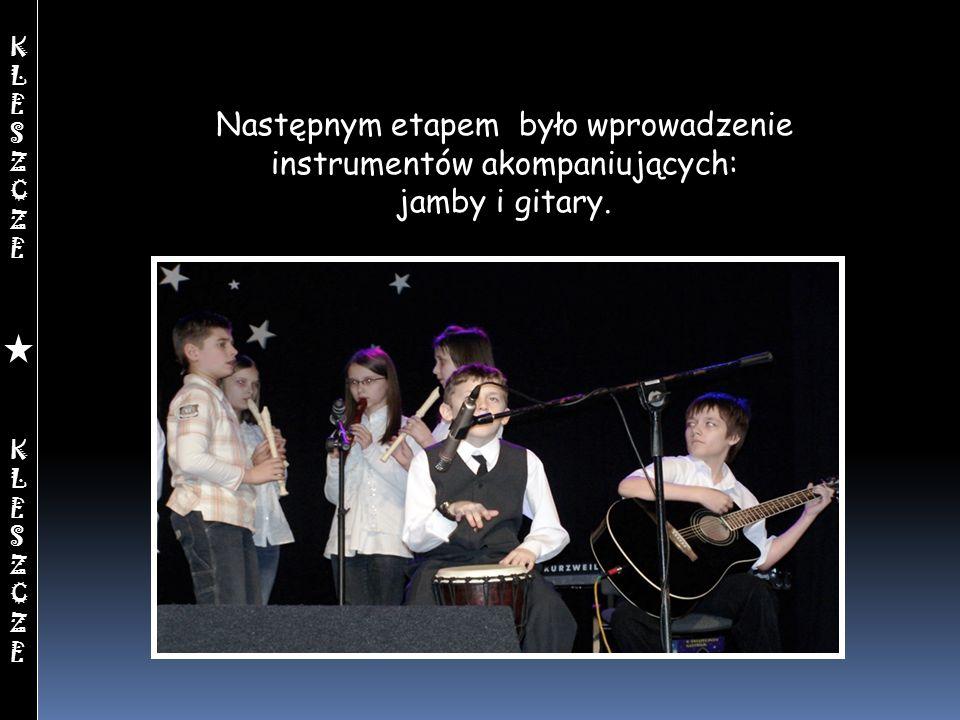 Następnym etapem było wprowadzenie instrumentów akompaniujących: jamby i gitary. KLESZCZEKLESZCZEKLESZCZEKLESZCZE