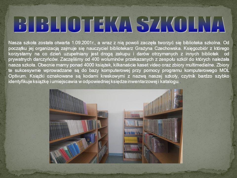 Nasza szkoła została otwarta 1.09.2001r., a wraz z nią powoli zaczęła tworzyć się biblioteka szkolna. Od początku jej organizacją zajmuje się nauczyci